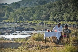 Breakfast by the hippo pool in Maasai Mara